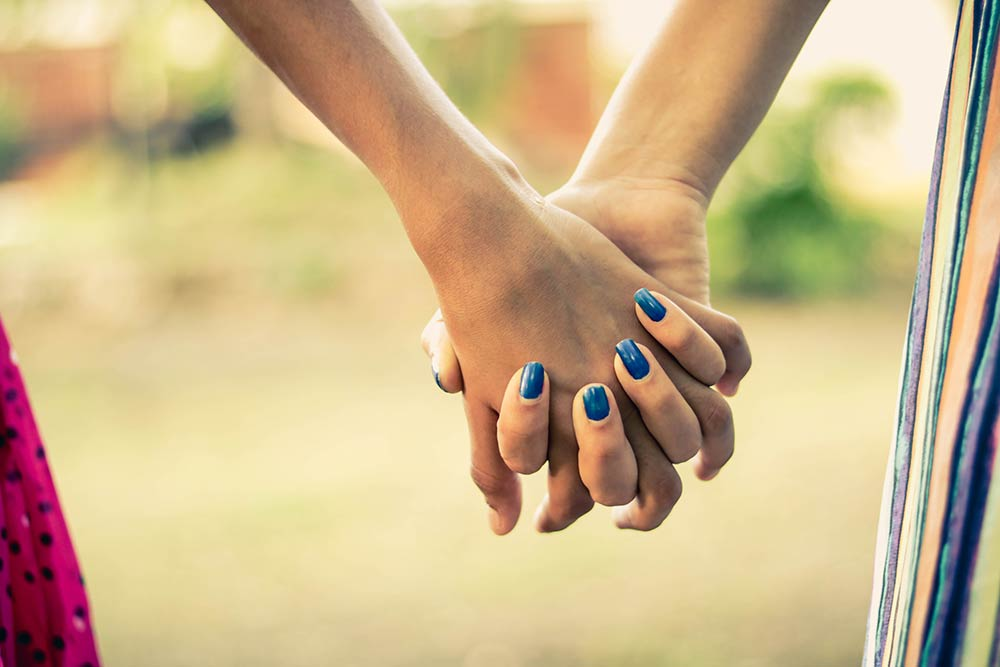holding-hands